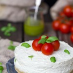 {Cheesecake salada con pesto y cherries}