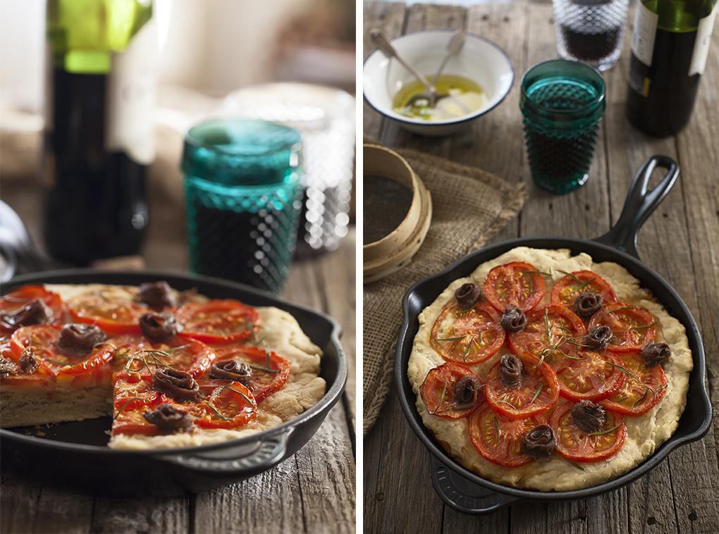 Focaccia de anchoas, tomate y orégano