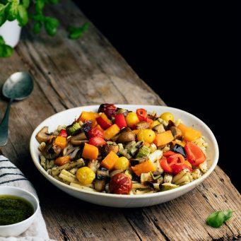 Pasta con verduras al horno