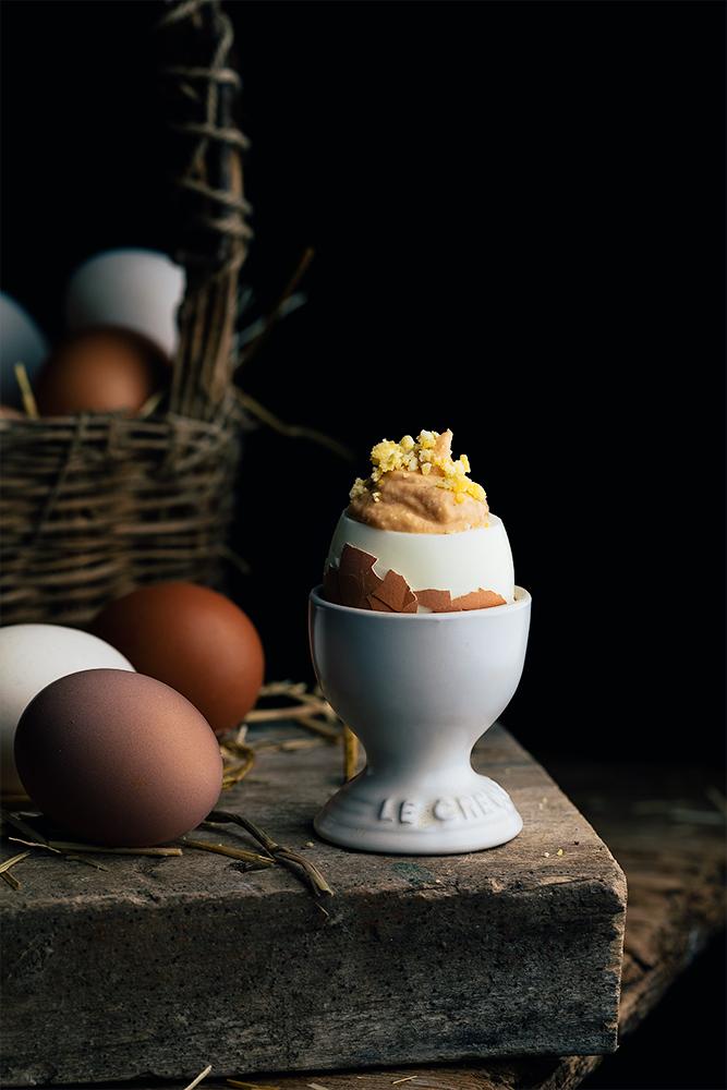 huevos rellenos de mayonesa y atún